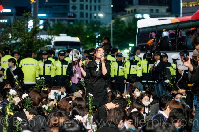A protestor holds a sign protesting the Park administration in Seoul.