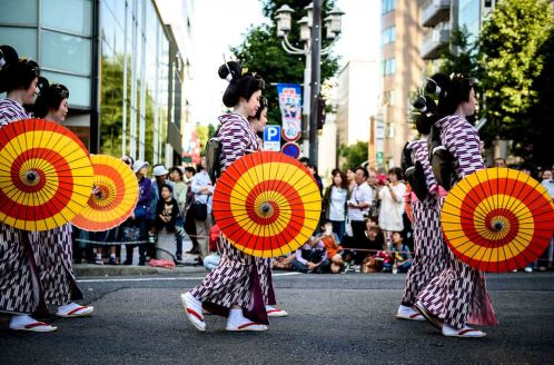 2015 Nagoya Festival women wearing traditional Japanese clothes.
