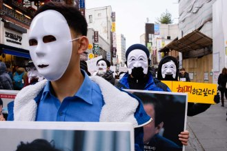 Protesters wear masks in Seoul